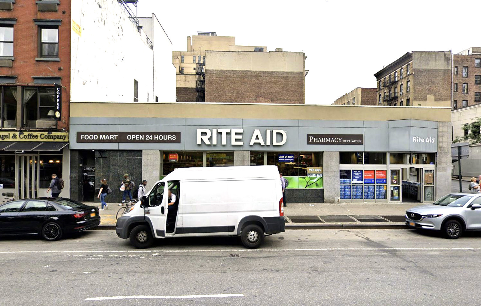 Beer bandit pulls needle on Manhattan store worker, threatens to give him AIDS