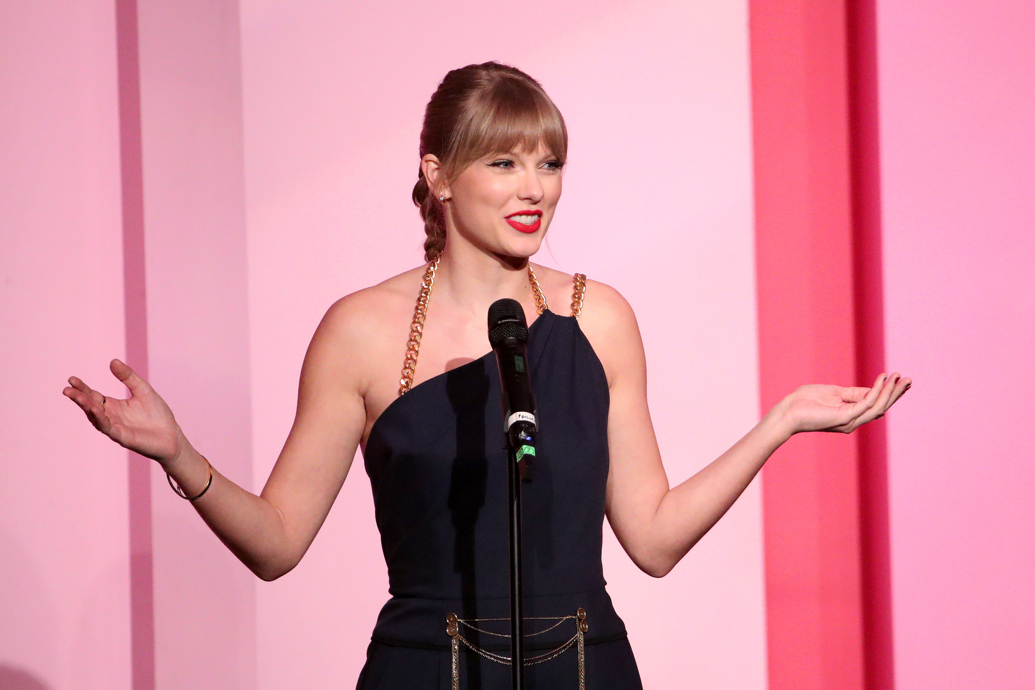 Taylor Swift directly calls out Scooter Braun and 'toxic male privilege' in Woman of the Decade acceptance speech