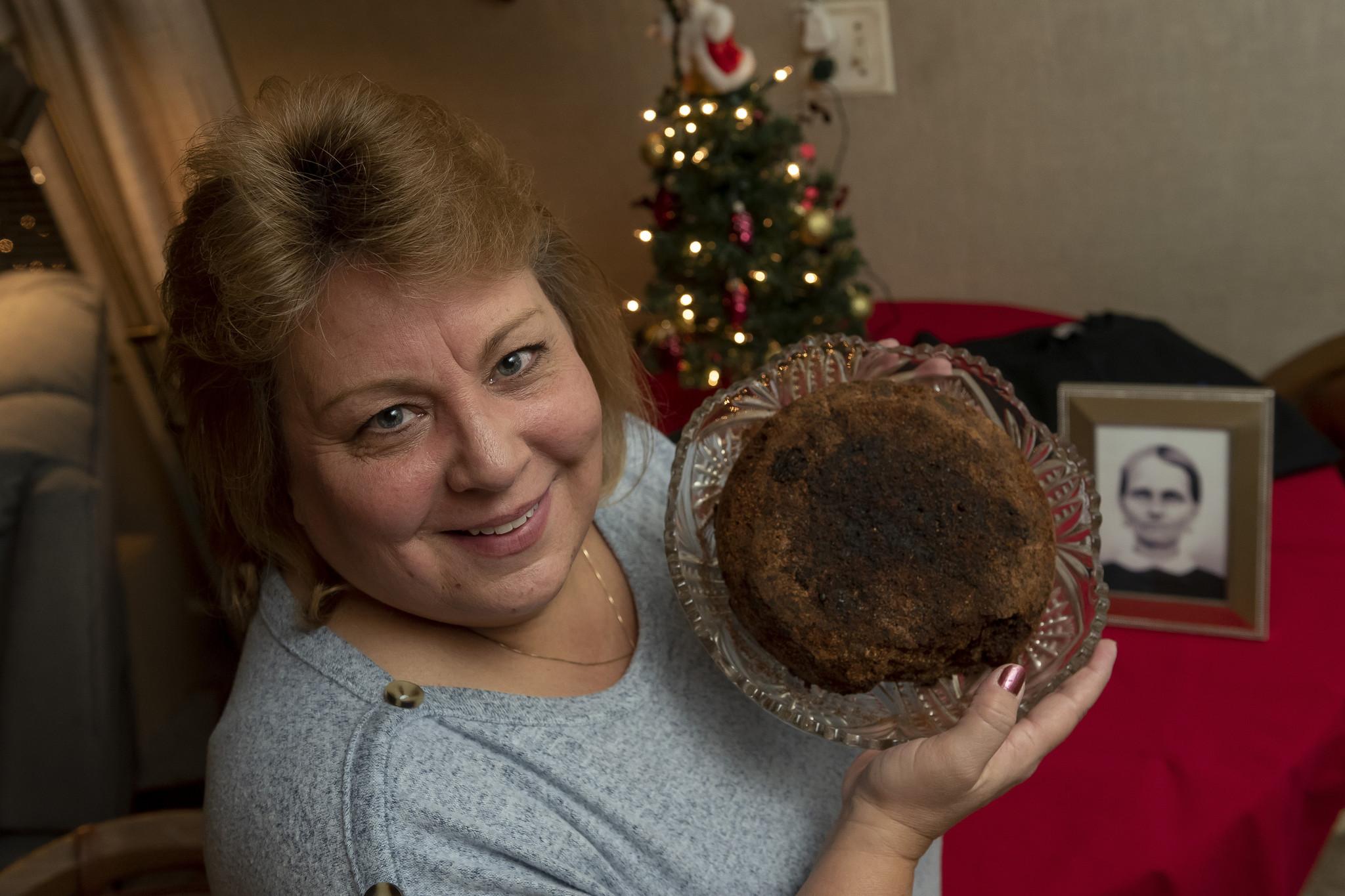 Michigan family to keep passing down 141-year-old fruitcake