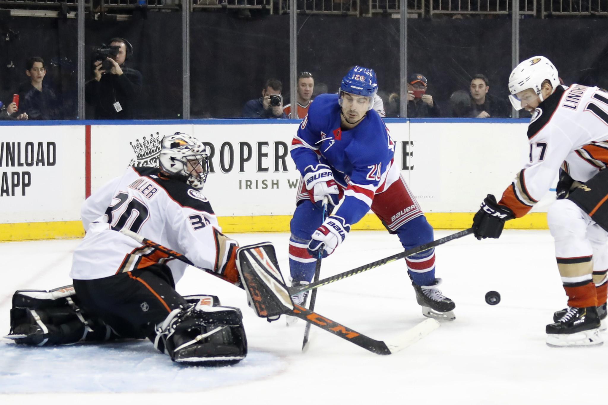 Chris Kreider scores twice as Rangers topple Ducks