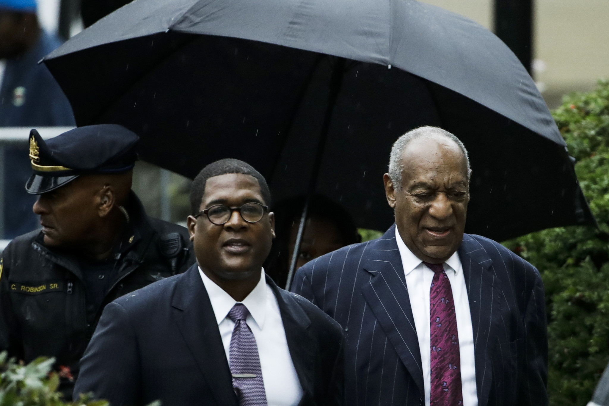 Bill Cosby's publicist calls Eddie Murphy a 'Hollywood slave' after 'Saturday Night Live' jokes