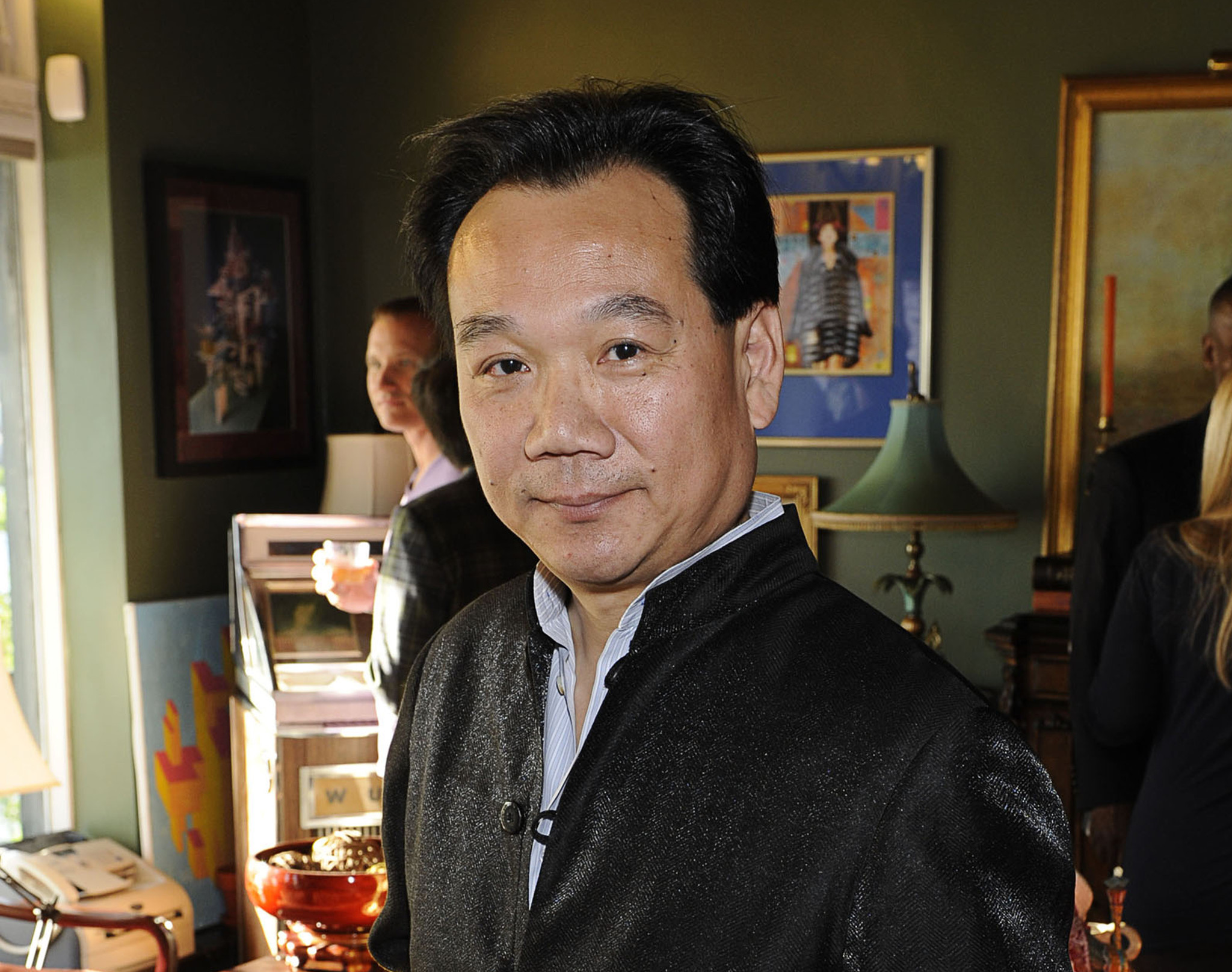 Best-selling 'Colors of the Mountains' author Da Chen, 57, dies of lung cancer