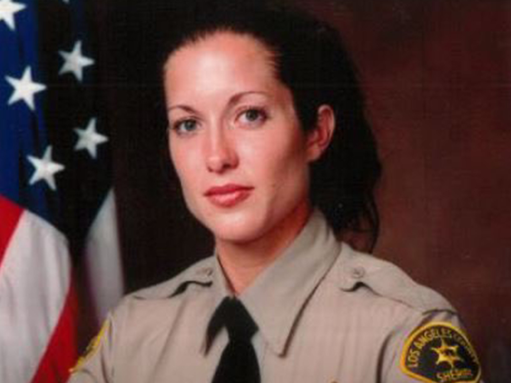 Off-duty Los Angeles sheriff's detective killed after helping elderly woman who fell in street