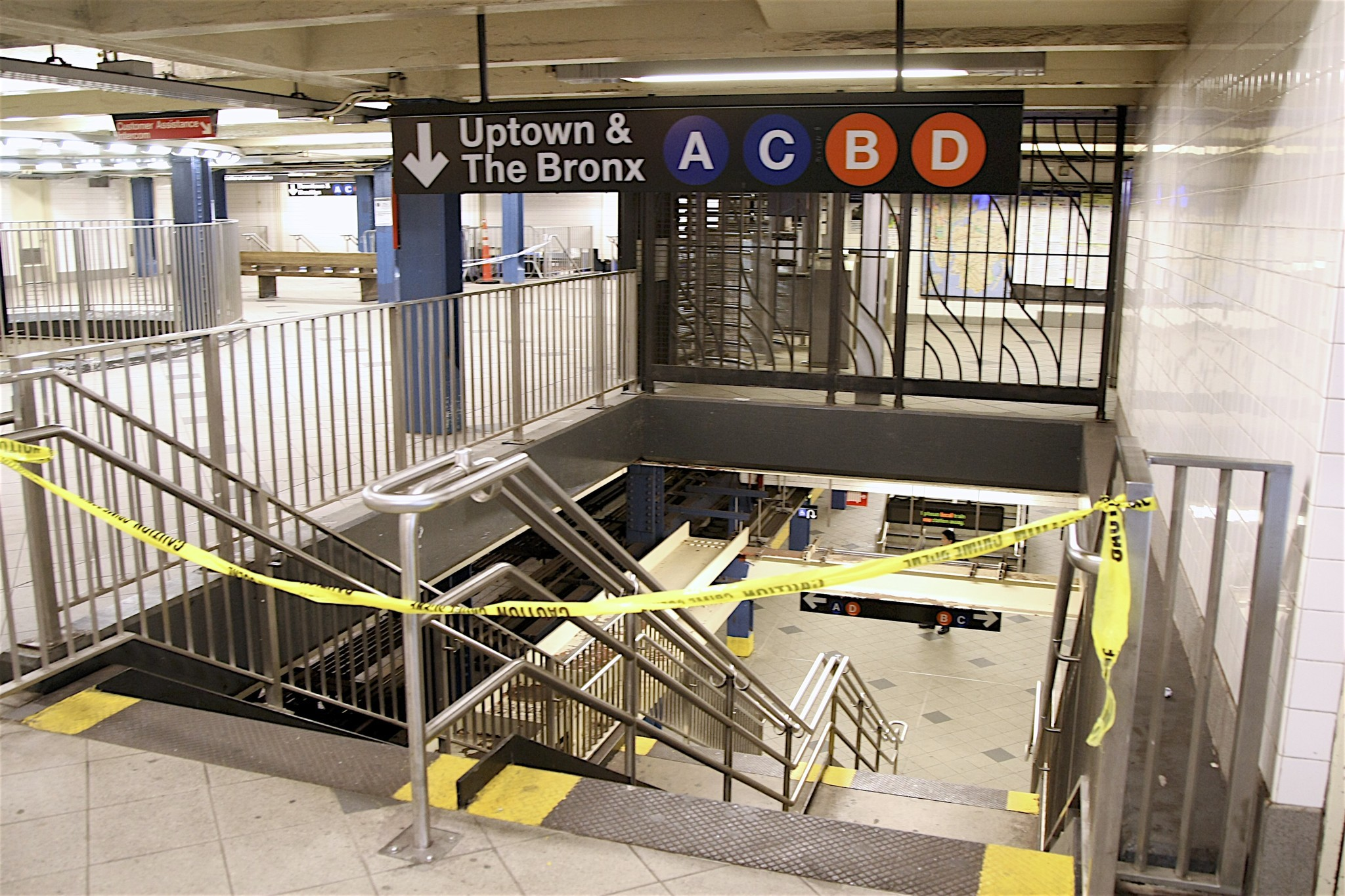 Man stabbed with scissors, shoved onto NYC subway tracks in unprovoked attack
