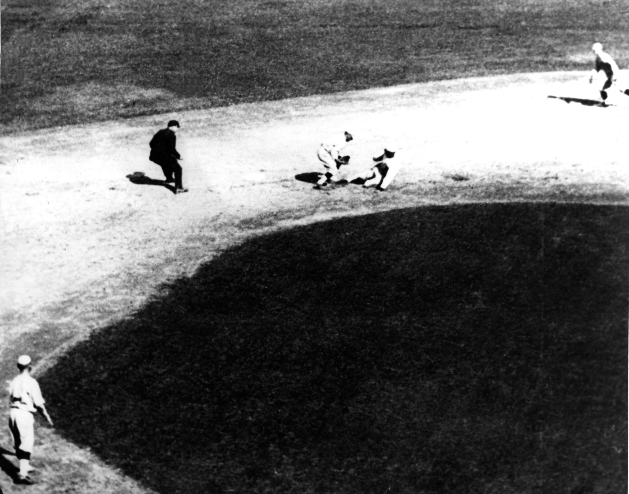 MLB reconsidering stance on deceased people on league blacklist: report