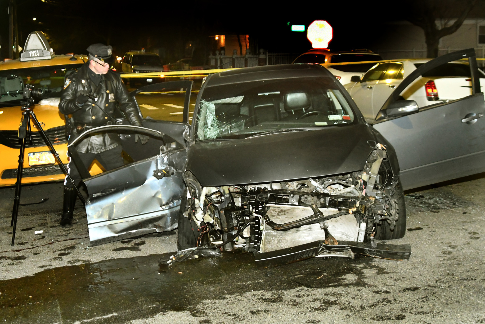 Off-duty cop suffers critical injuries following Queens crash