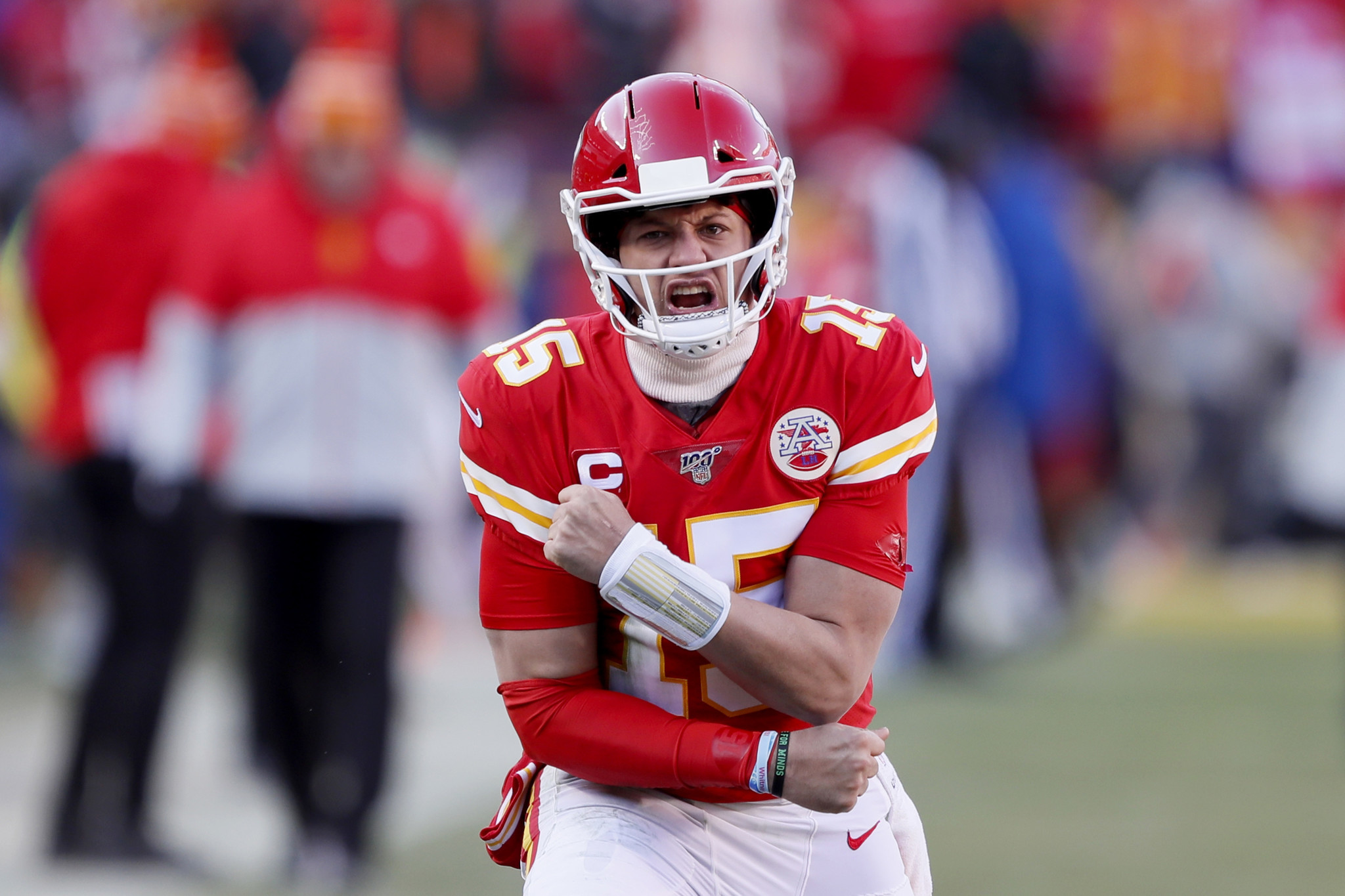 Patrick Mahomes gives Chiefs lead before half with touchdown run