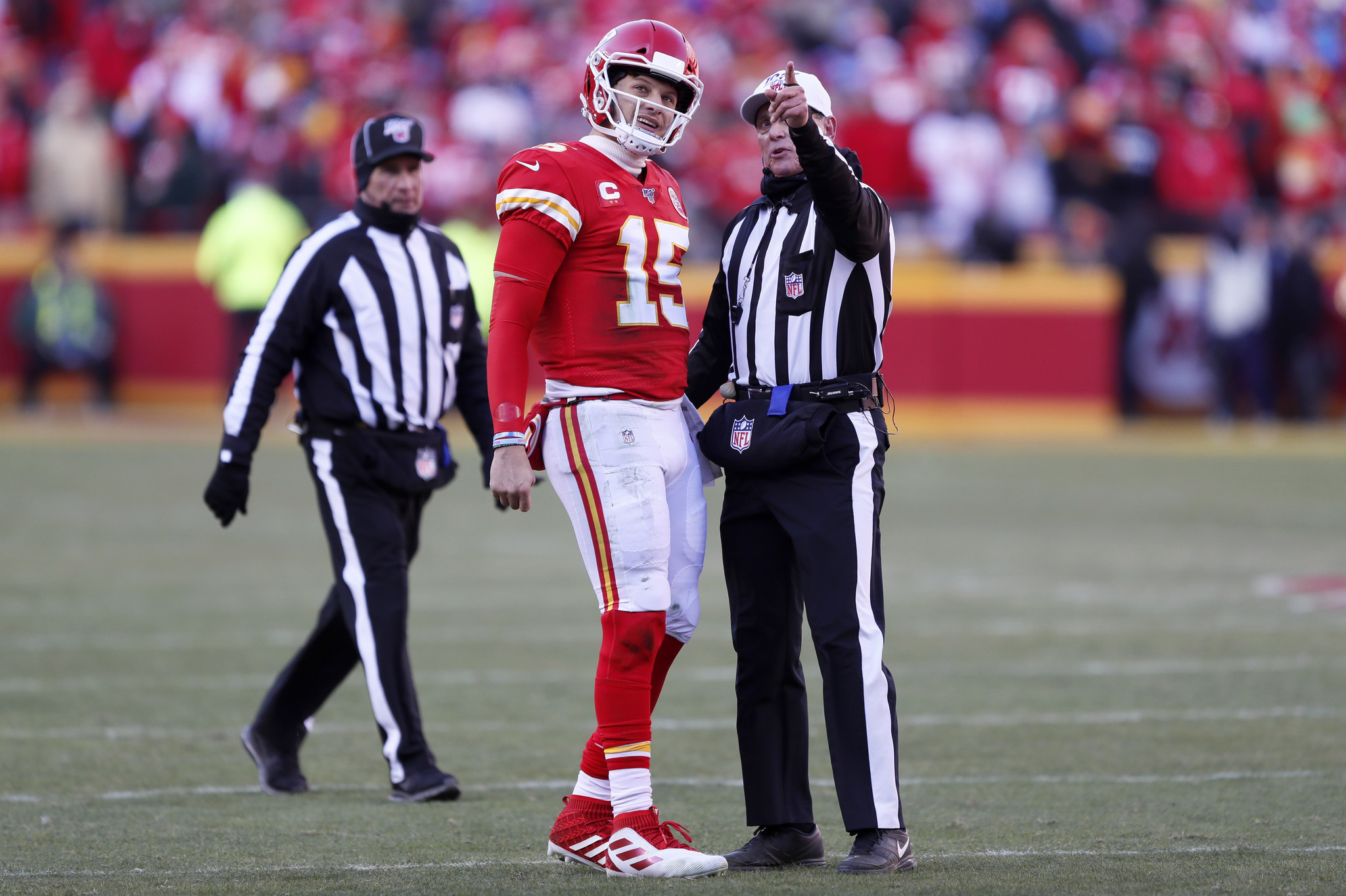 NFL referee gets trucked by Chiefs special teams