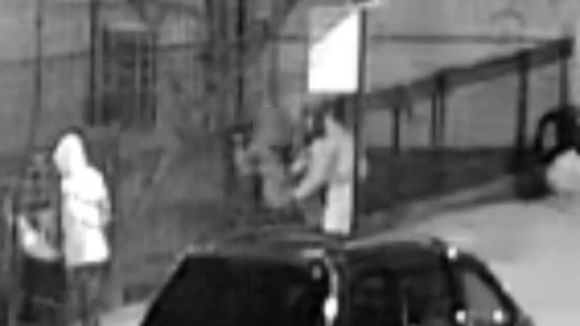 Armed crook shoves gun into woman's ribs, takes purse, cellphone during Harlem robbery: cops