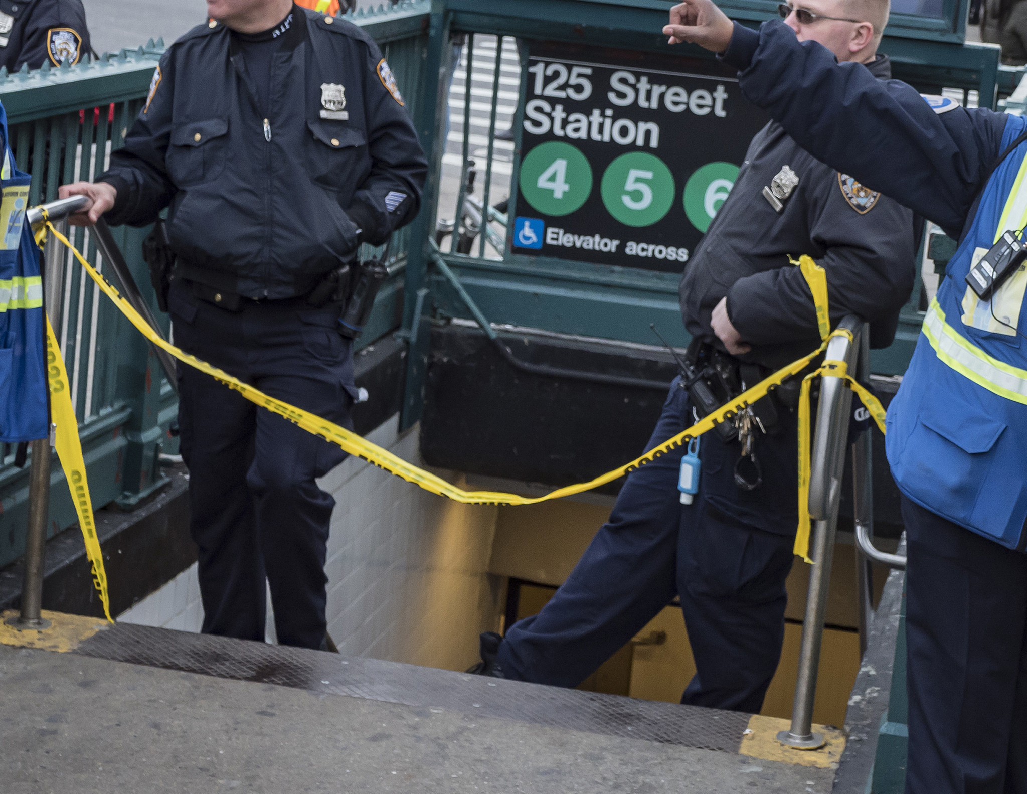 Woman slashed in the face after asking Harlem straphanger for spare change