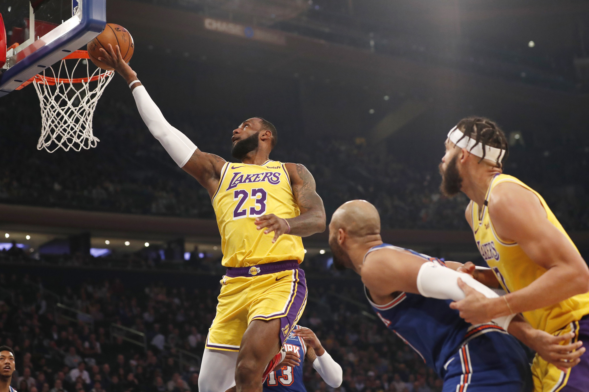 Knicks no match for LeBron James and Anthony Davis in home loss to Lakers