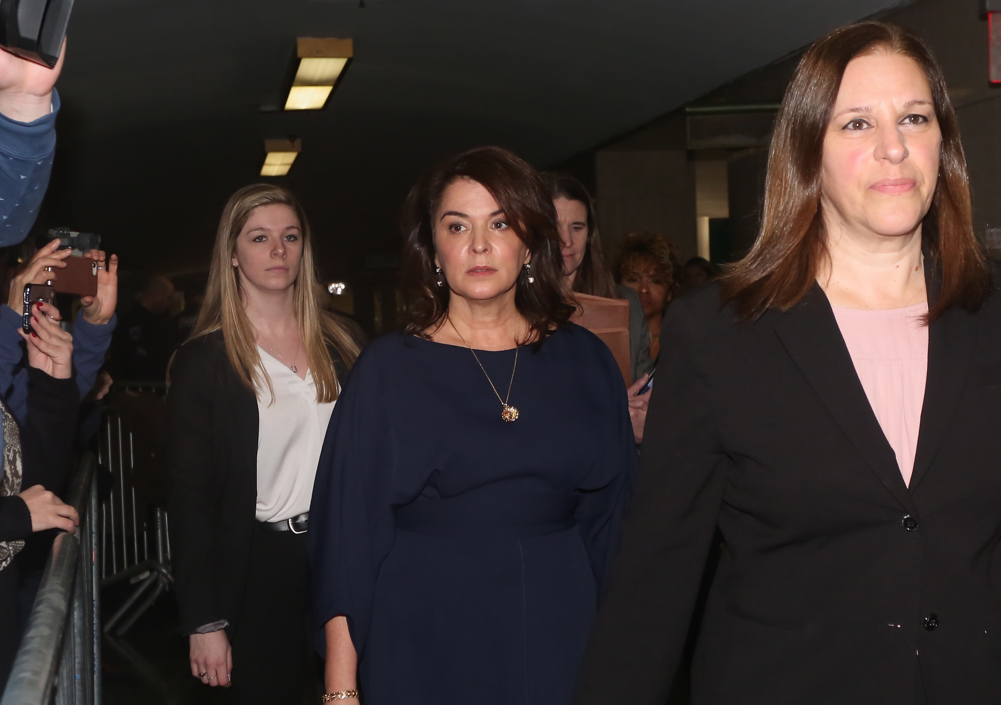 Annabella Sciorra stares Harvey Weinstein down in court, details her allege...