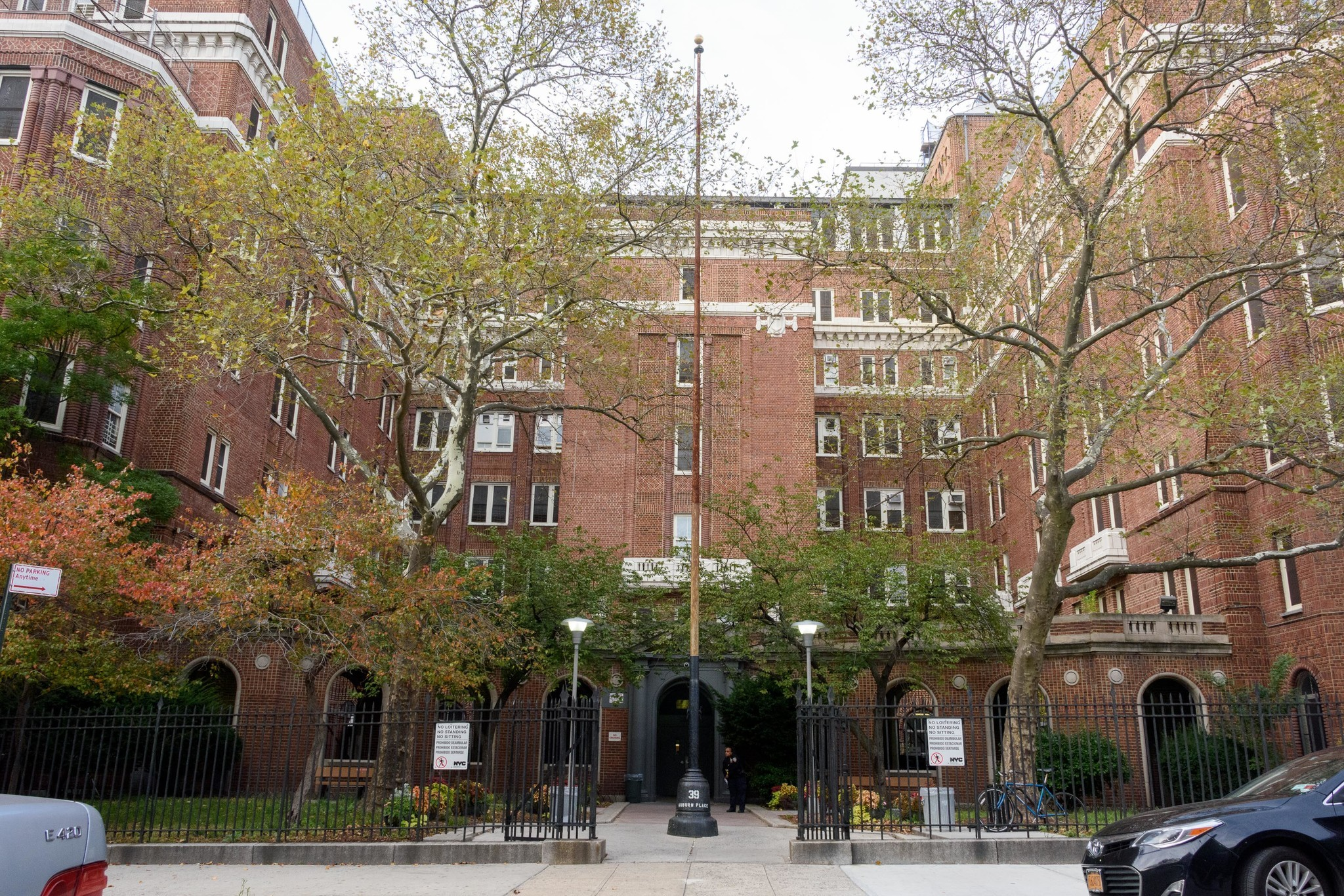 Queens lawmaker calls out homeless shelters for charging residents rent