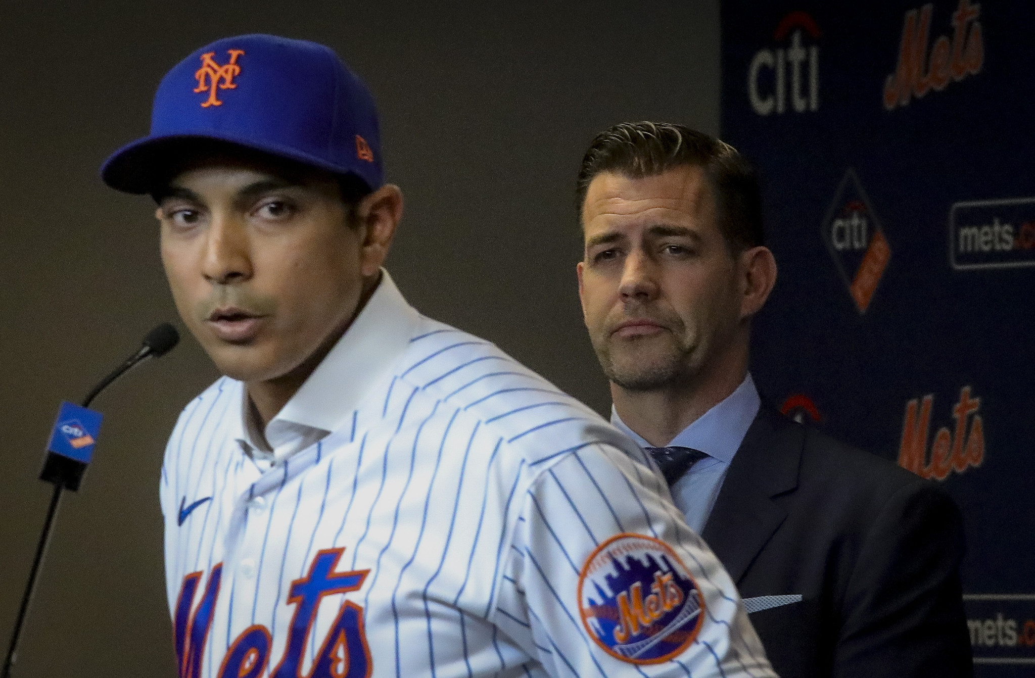 Mets players are rallying behind Luis Rojas