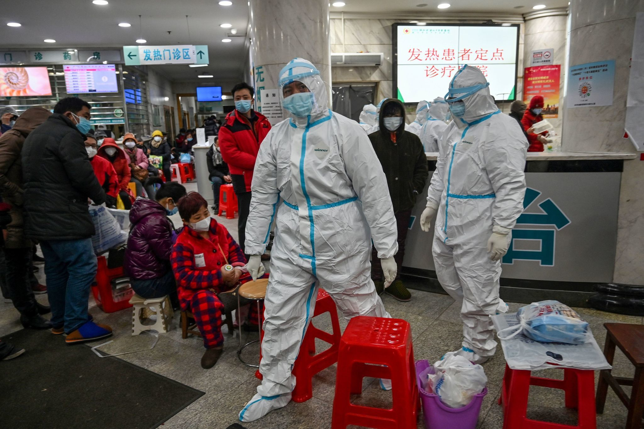 Coronavirus prompts private car ban in Wuhan, school closures as illness continues to spread
