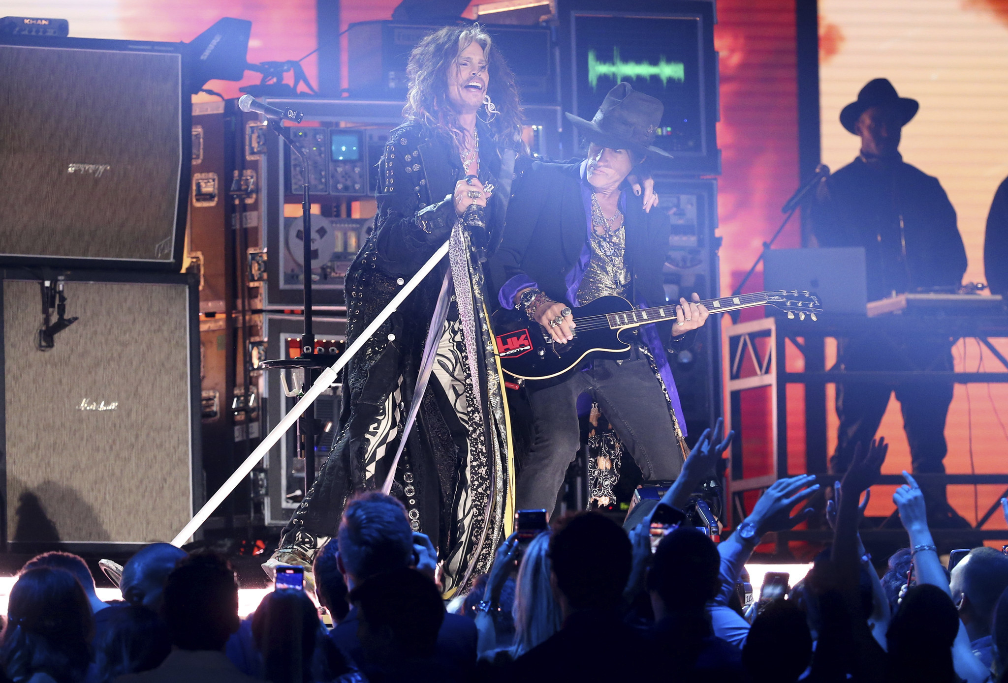 Aerosmith performs without drummer at Grammy Awards