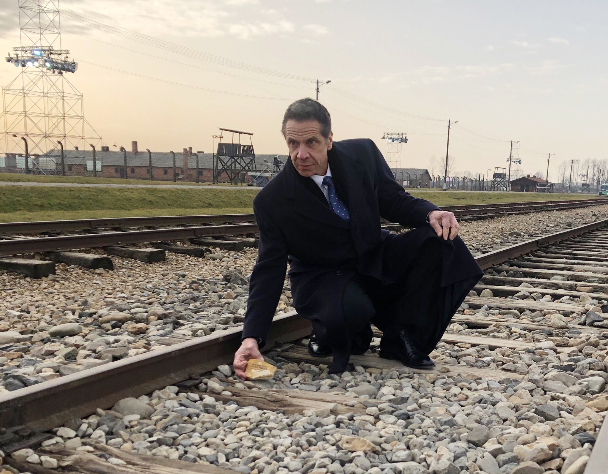 Cuomo attends commemoration of 75th anniversary of Auschwitz liberation