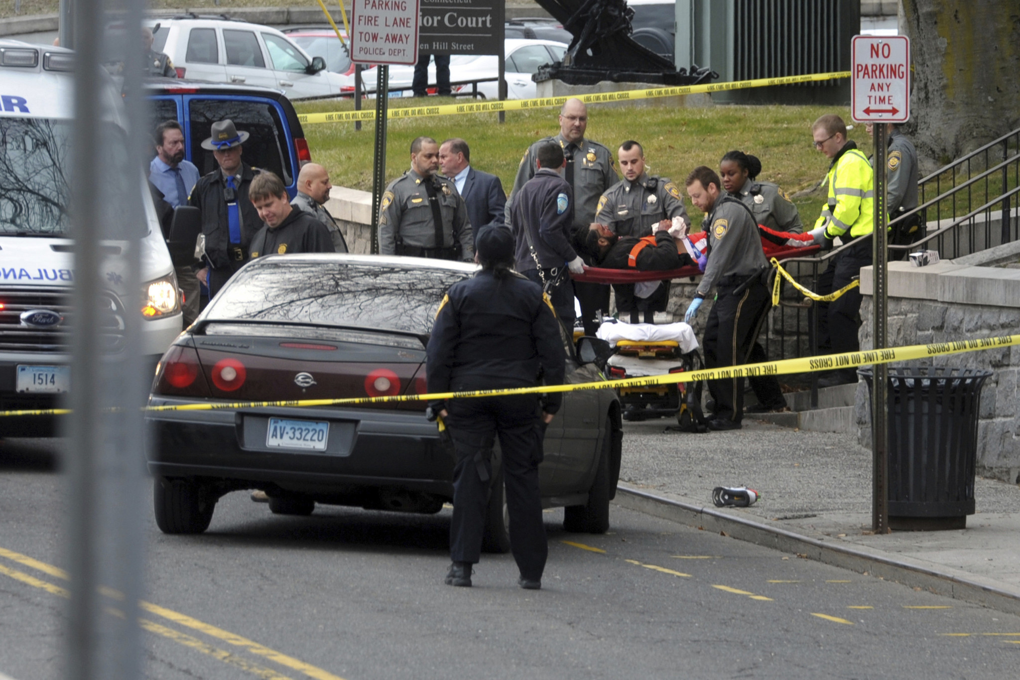 4 people shot outside Connecticut courthouse