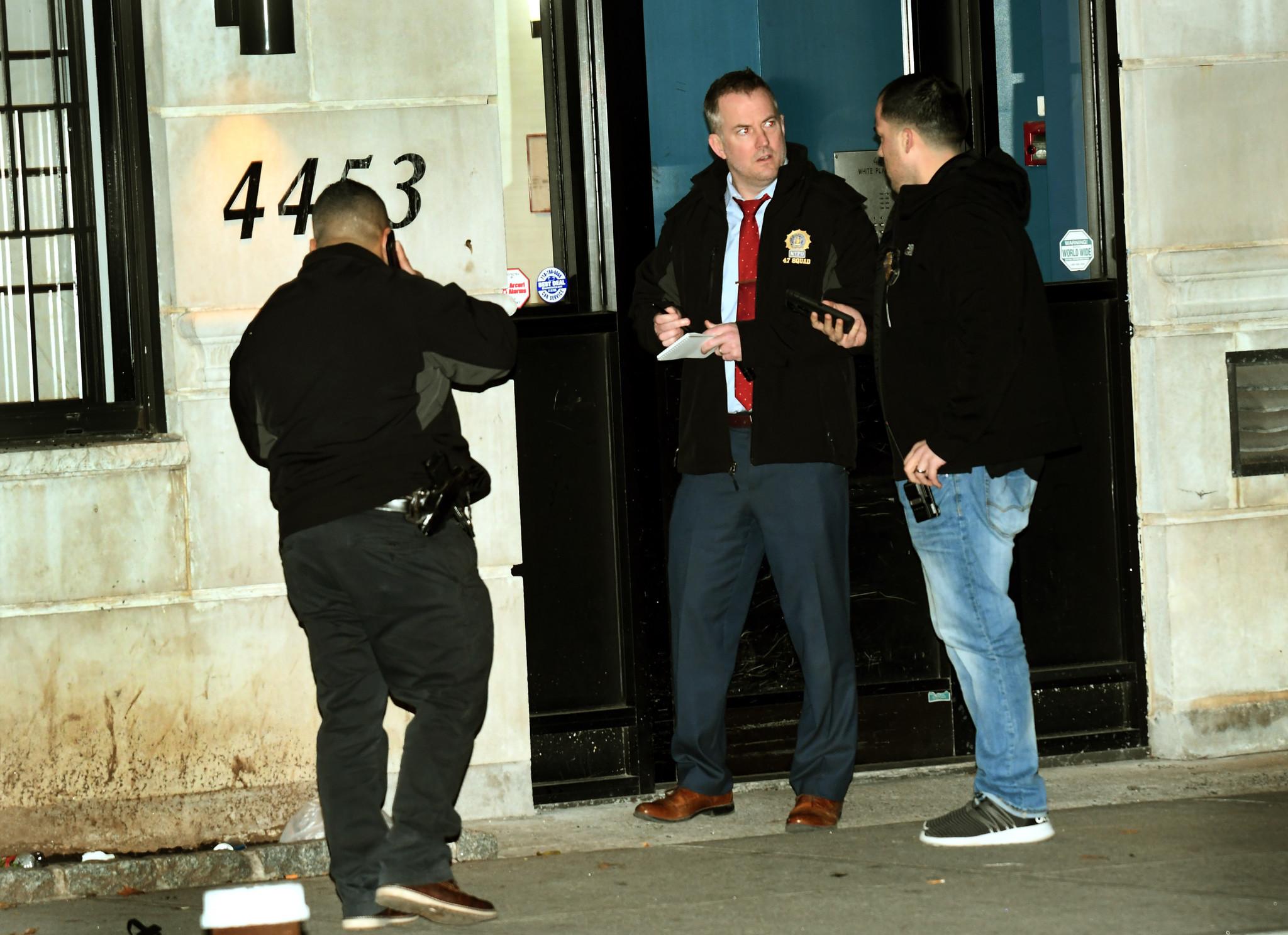 Man found fatally shot in lobby of Bronx building