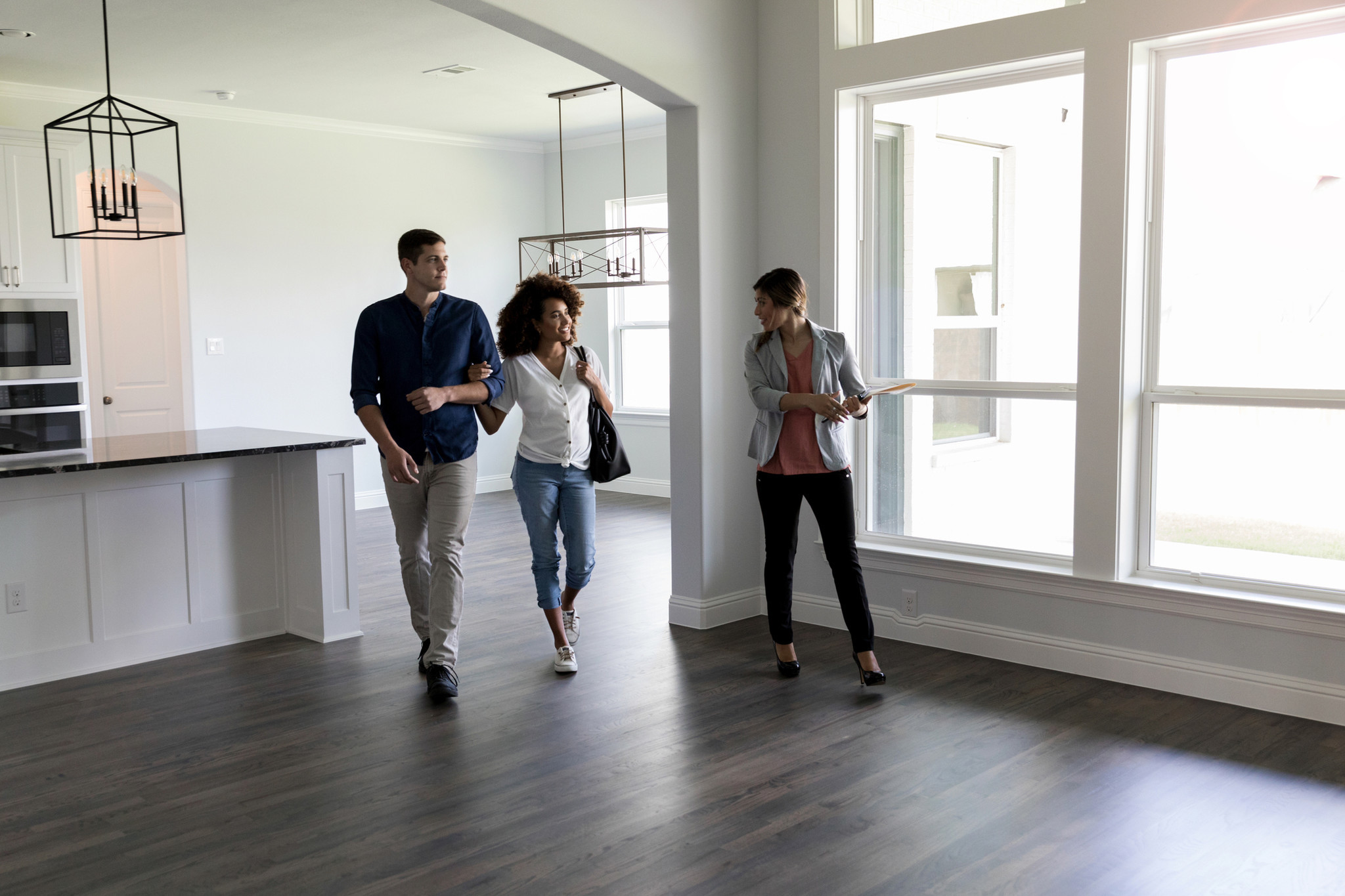 N.Y. judge temporarily blocks regulation doing away with broker fees for renters