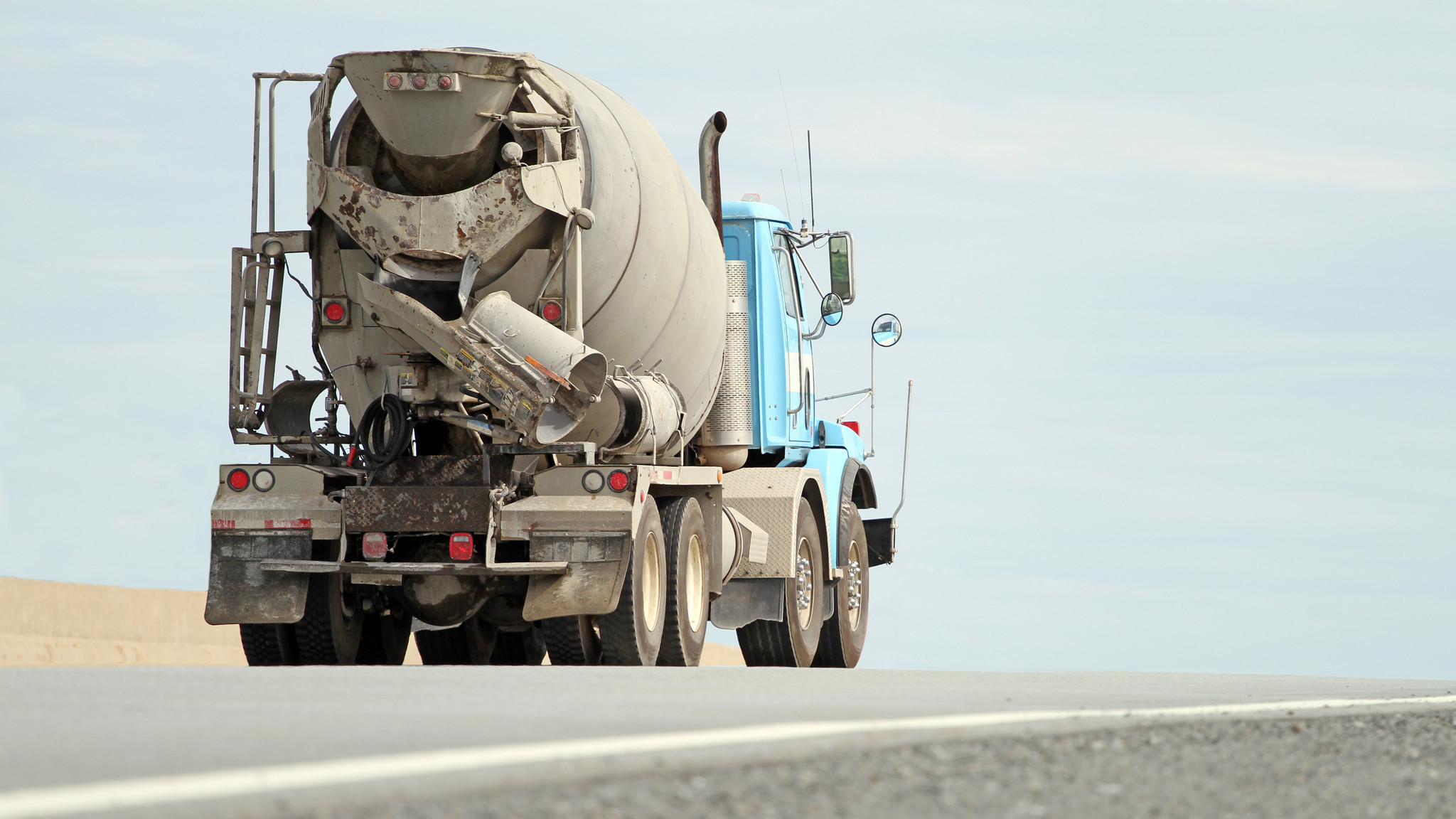 Two dead in crash allegedly caused by truck leaking wet cement on Texas roadway