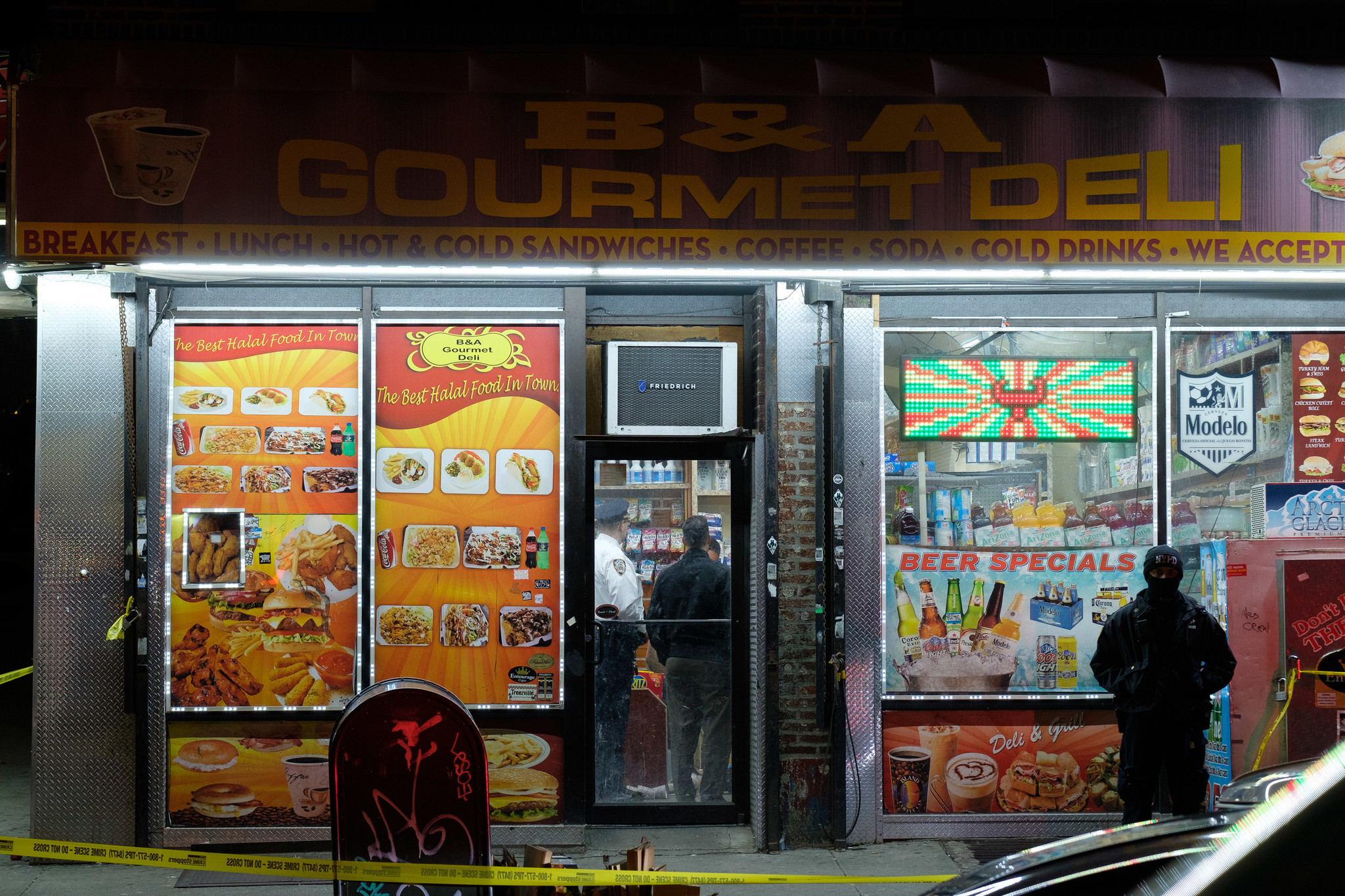 Man shot dead by wordless shooter in Bronx deli
