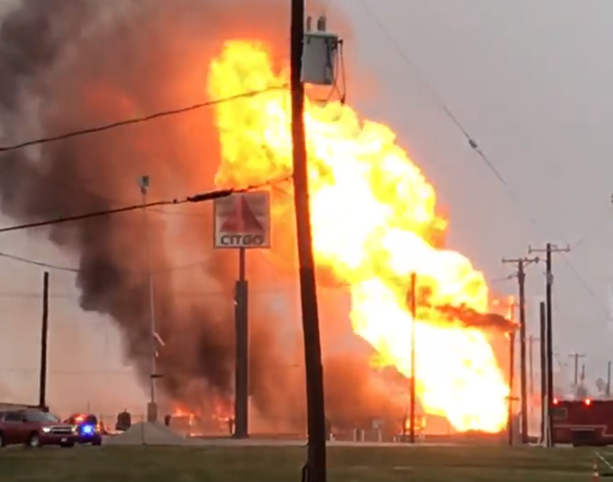 Gas line rupture sparks massive fire in Texas