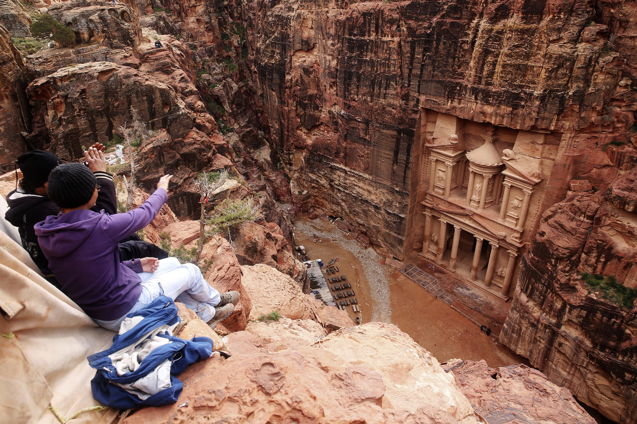 Falling rock kills Italian tourist in Jordan