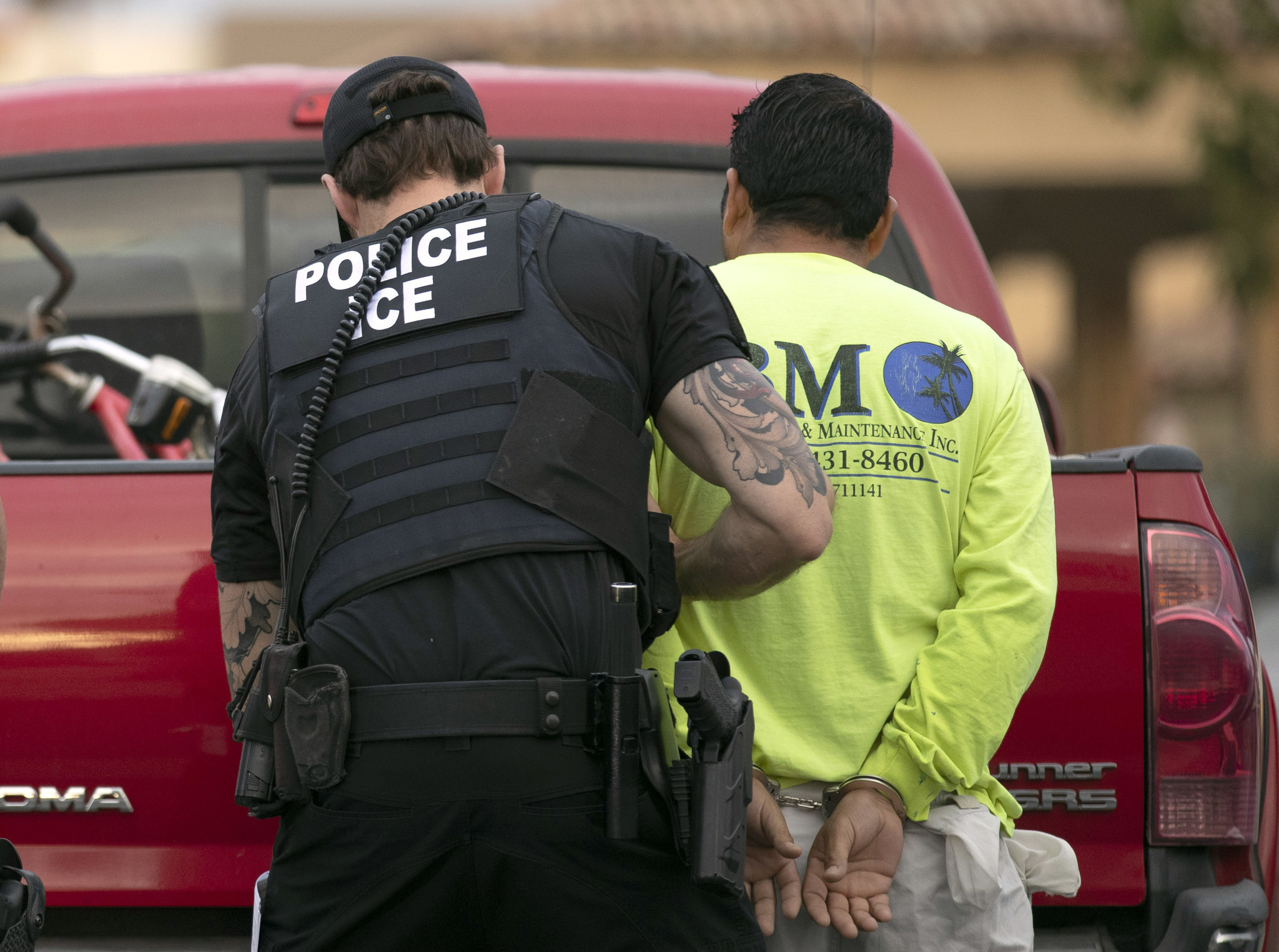 Mexican man in ICE custody dies of 'self-inflicted strangulation,' officials say