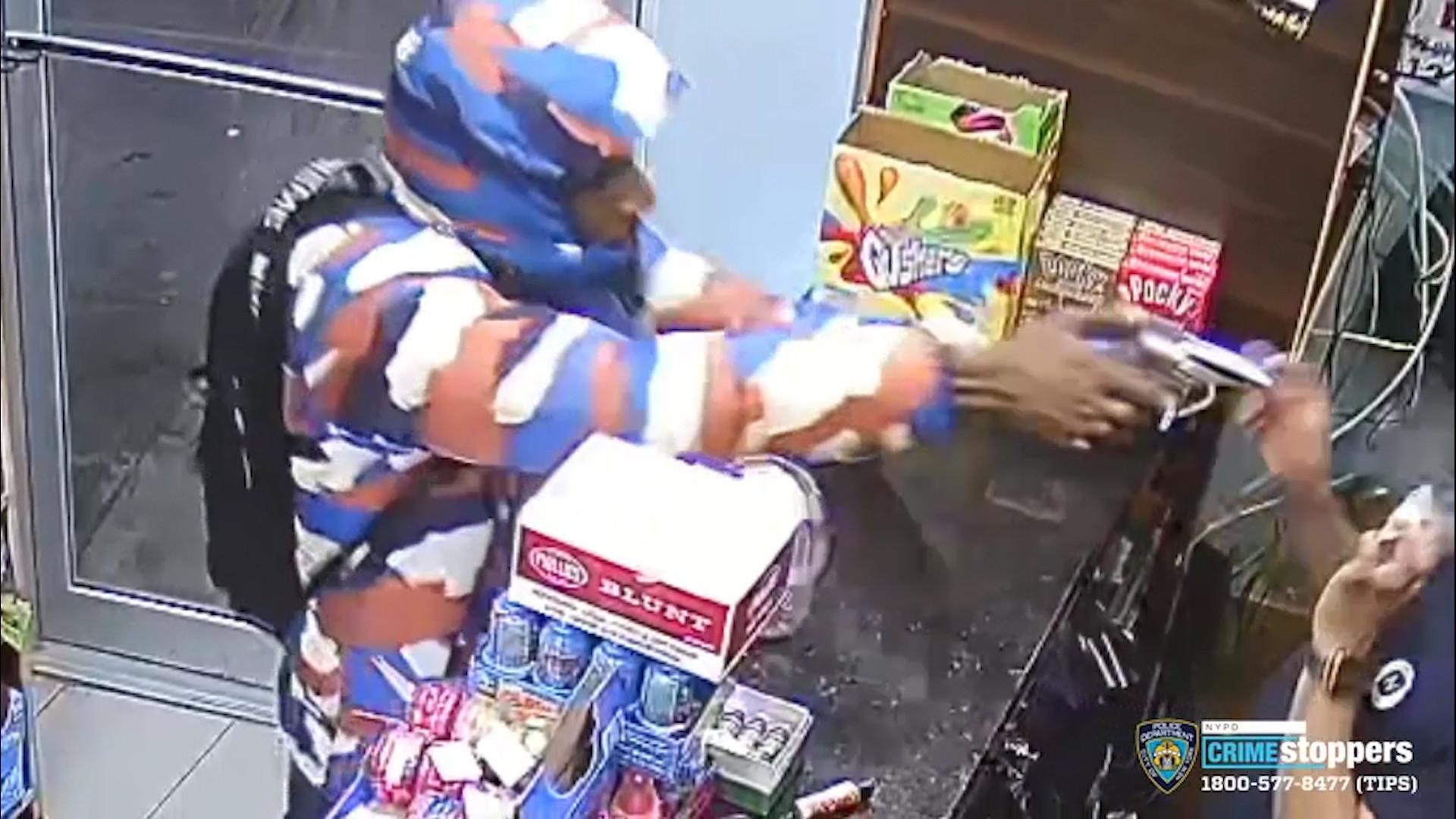 SEE IT: Crooks pull guns, pistol-whip victim during Brooklyn robbery spree