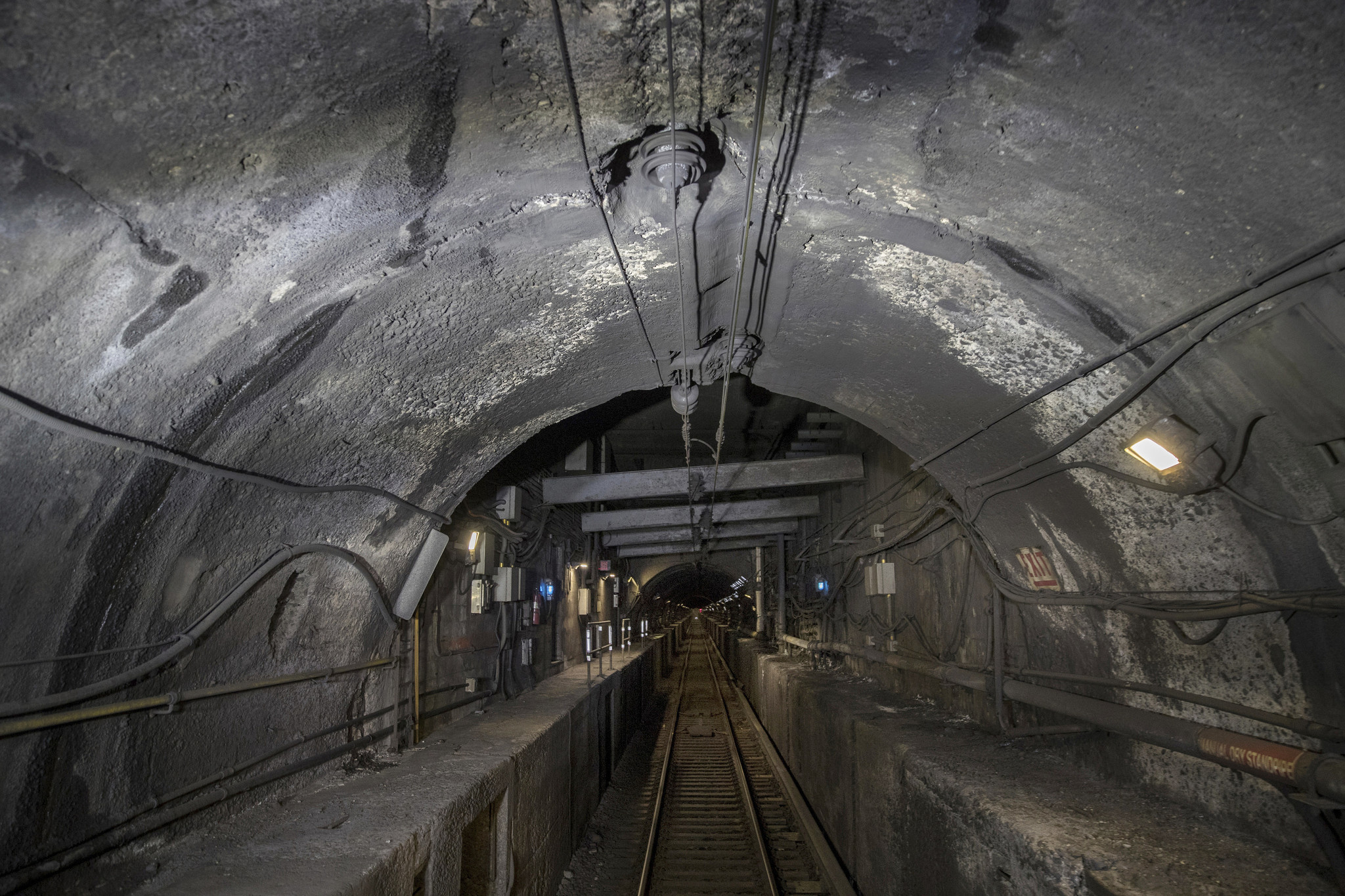 Feds to tap Cuomo's L train experts to fix crumbling Hudson River tunnels