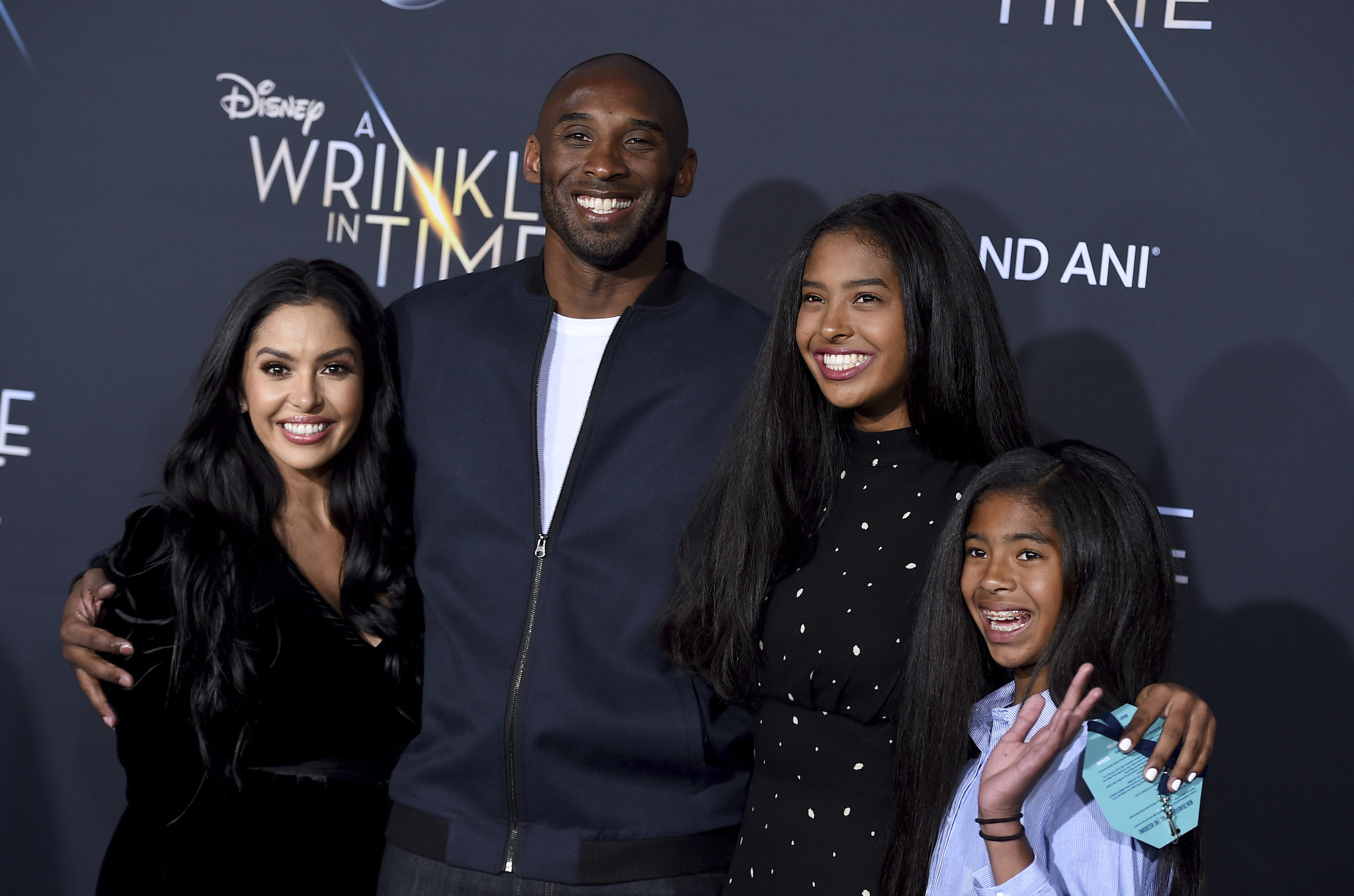 Kobe Bryant's oldest daughter takes photo in front of mural honoring NBA icon and sister Gianna