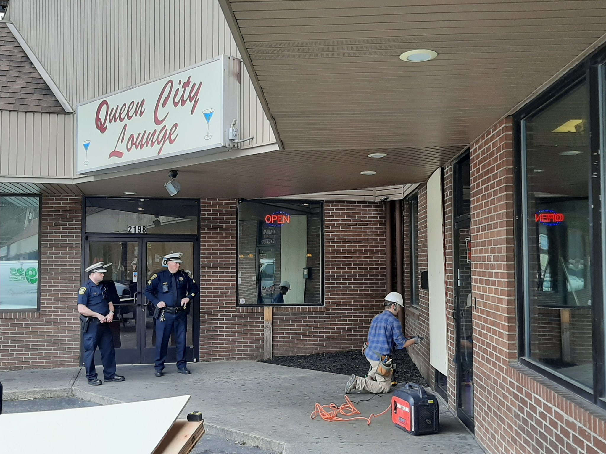 Cincinnati bar boarded up after defying statewide order to close, police say