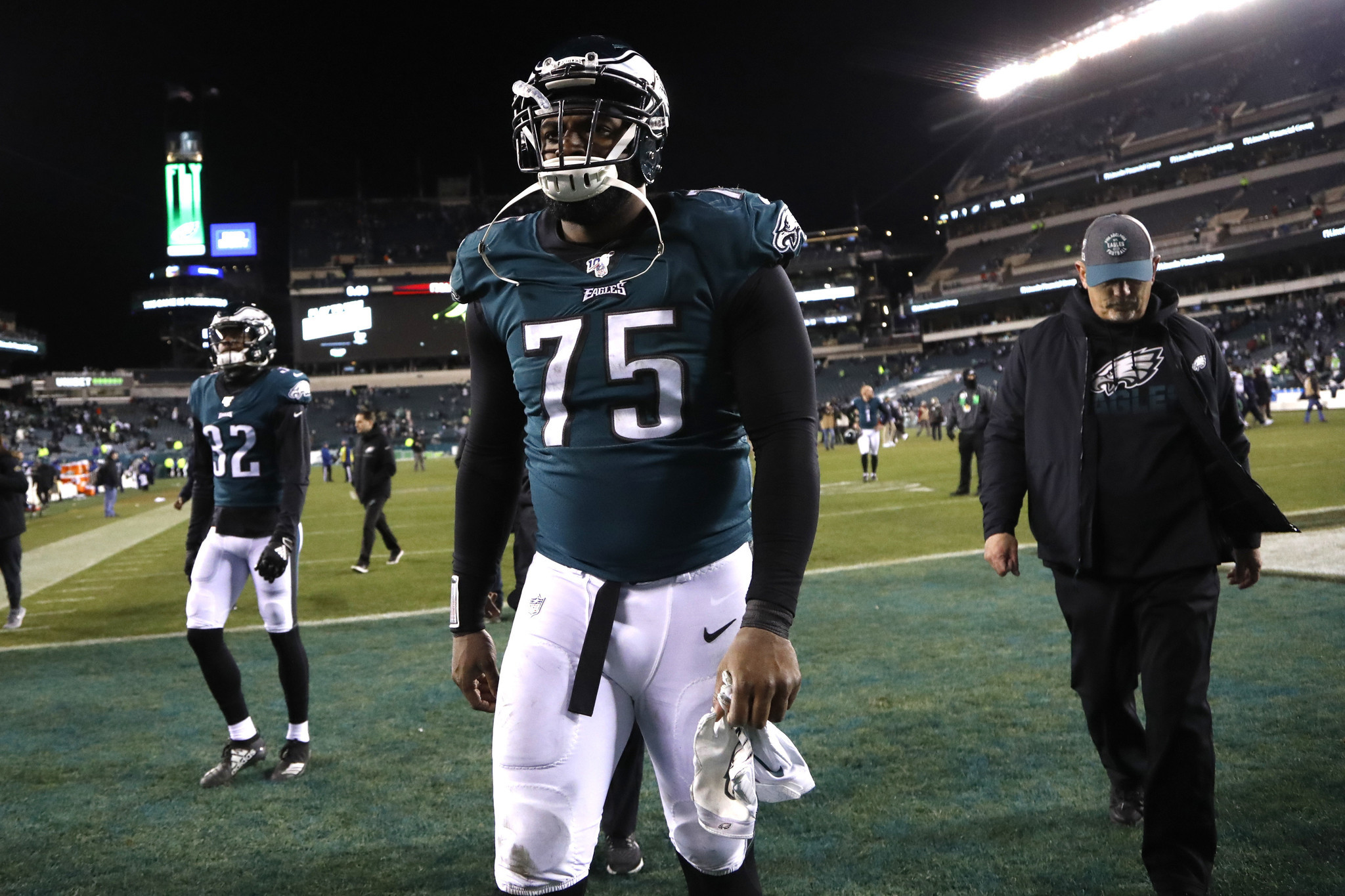 Jets interested in signing Eagles defensive end Vinny Curry: sources