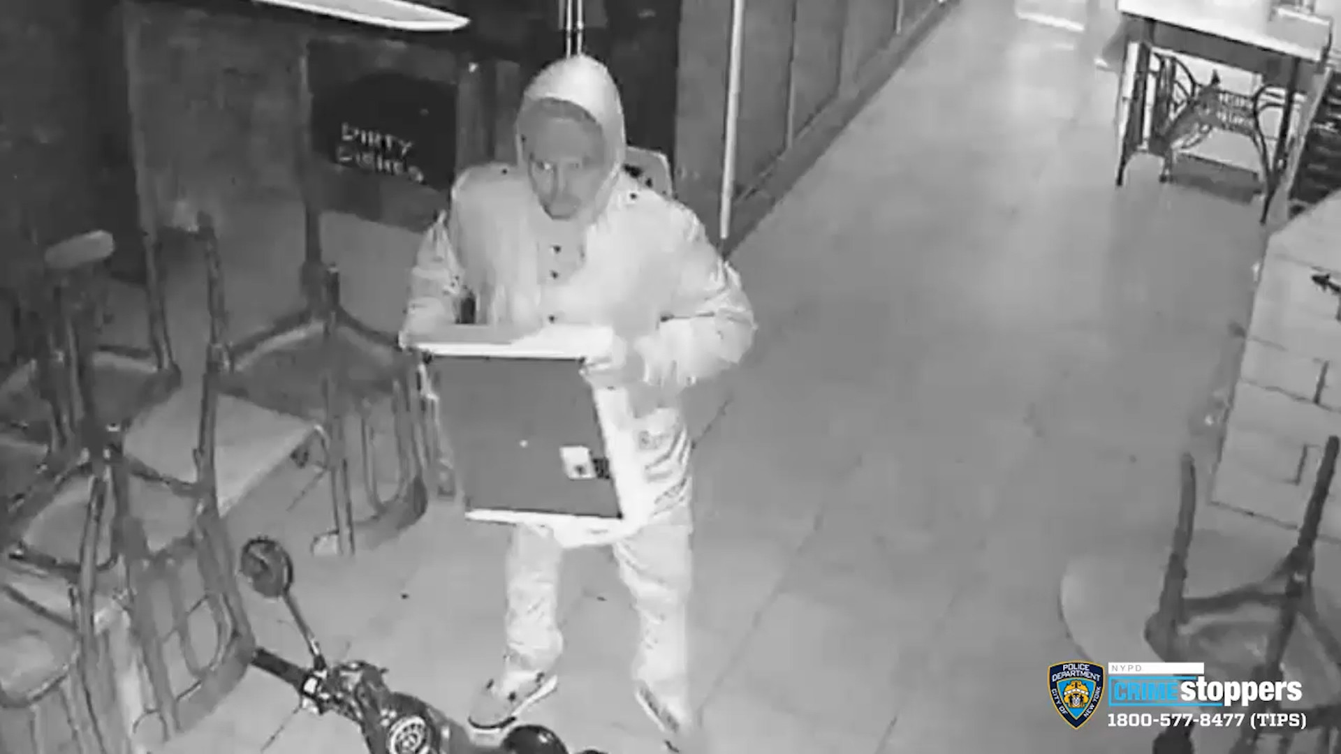 SEE IT: Crooks steal cash register from Brooklyn bistro: police