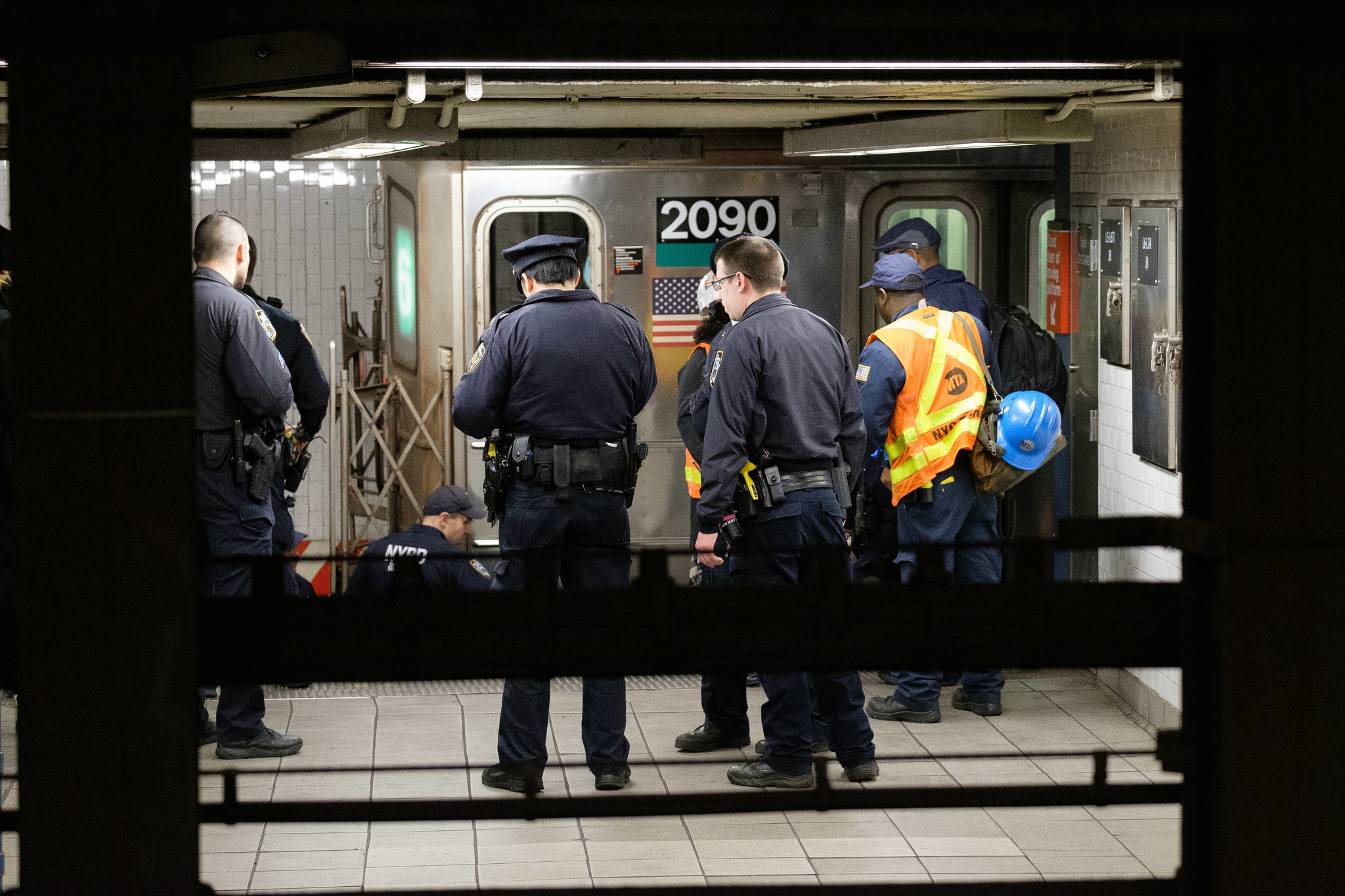 Man dies after jumping in front of subway train at NYC Union Square station