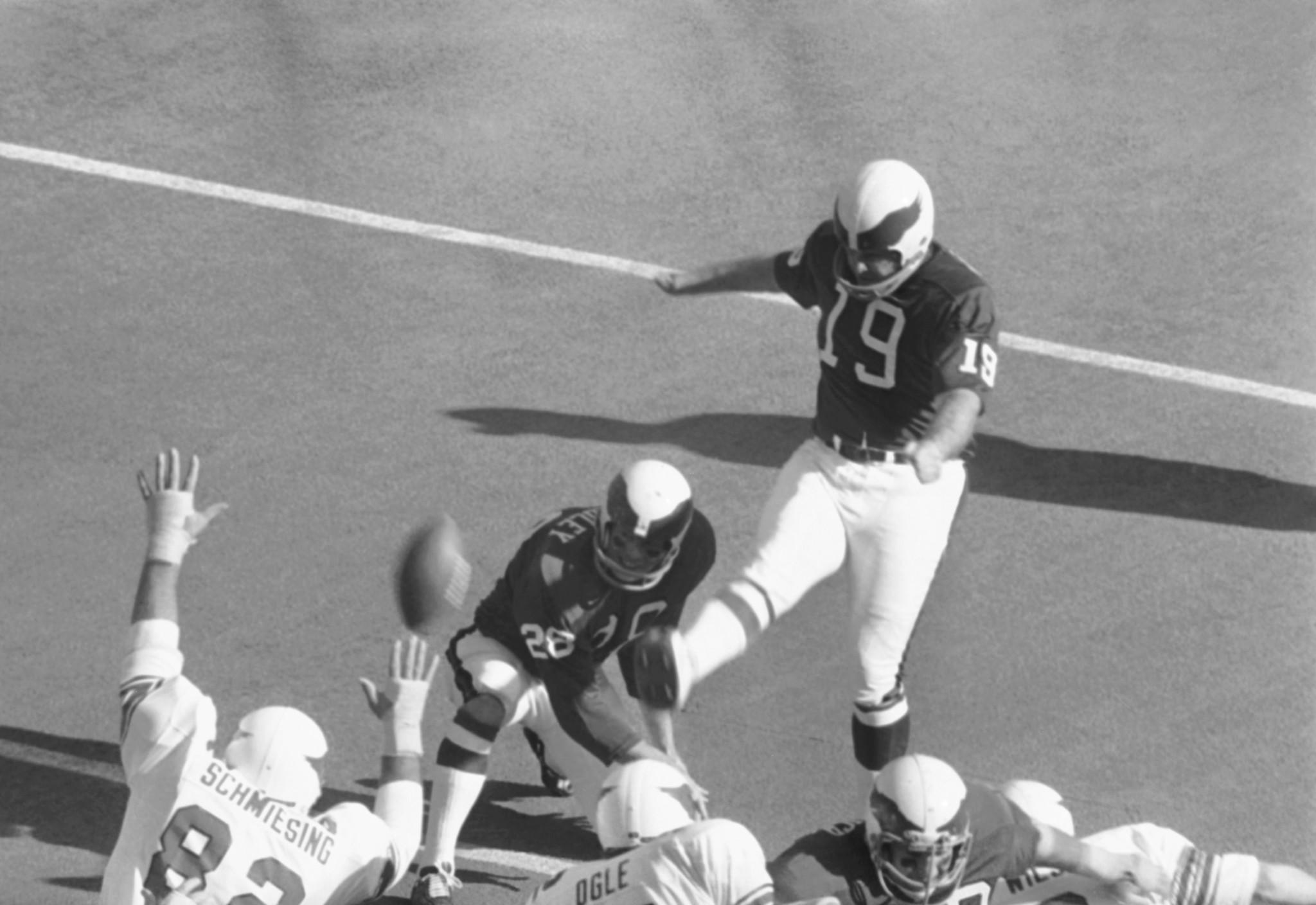 Former New Orleans Saints kicker Tom Dempsey dies from coronavirus