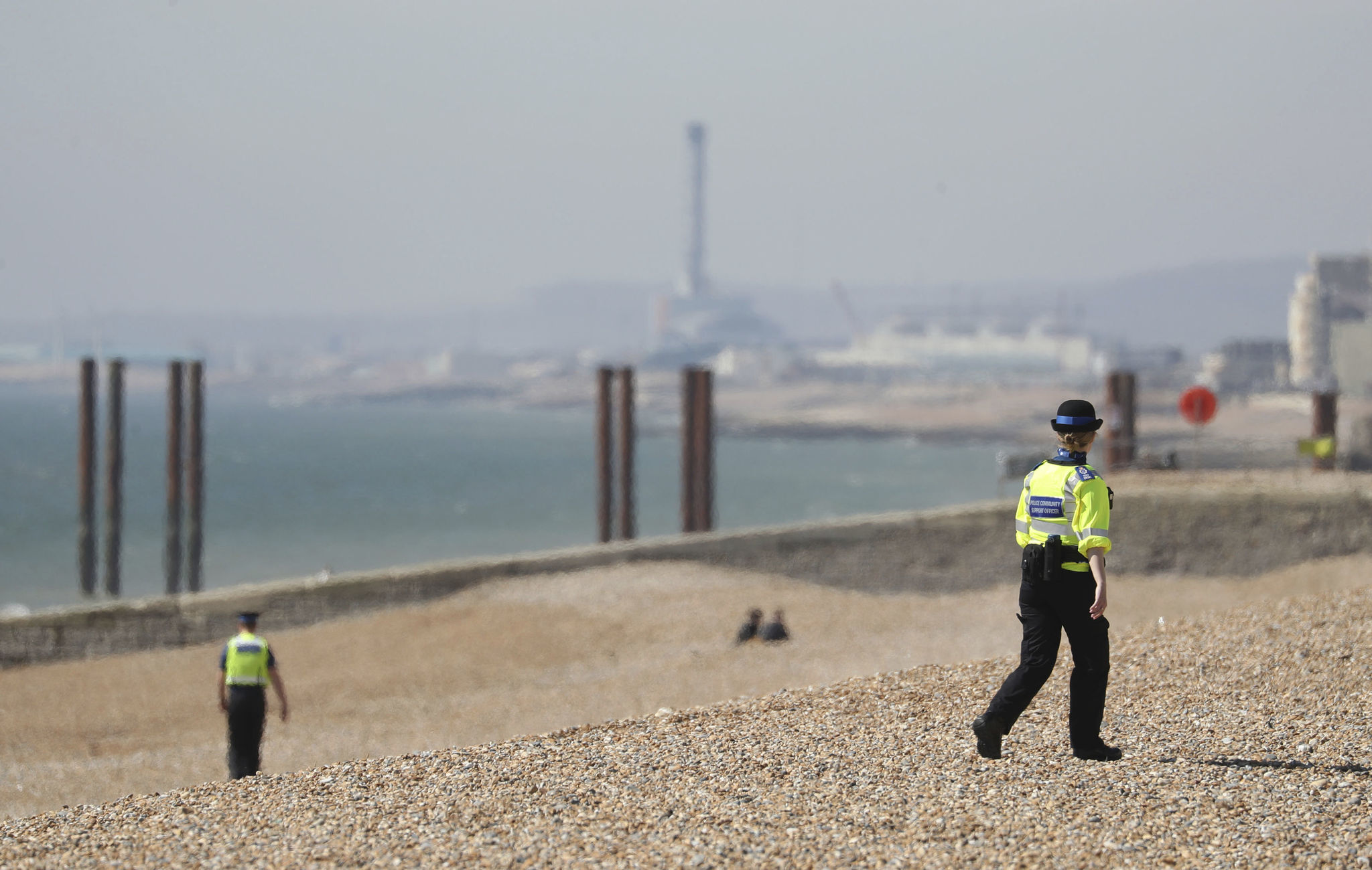 UK threatens to tighten coronavirus lockdown if people don't stop sunbathing