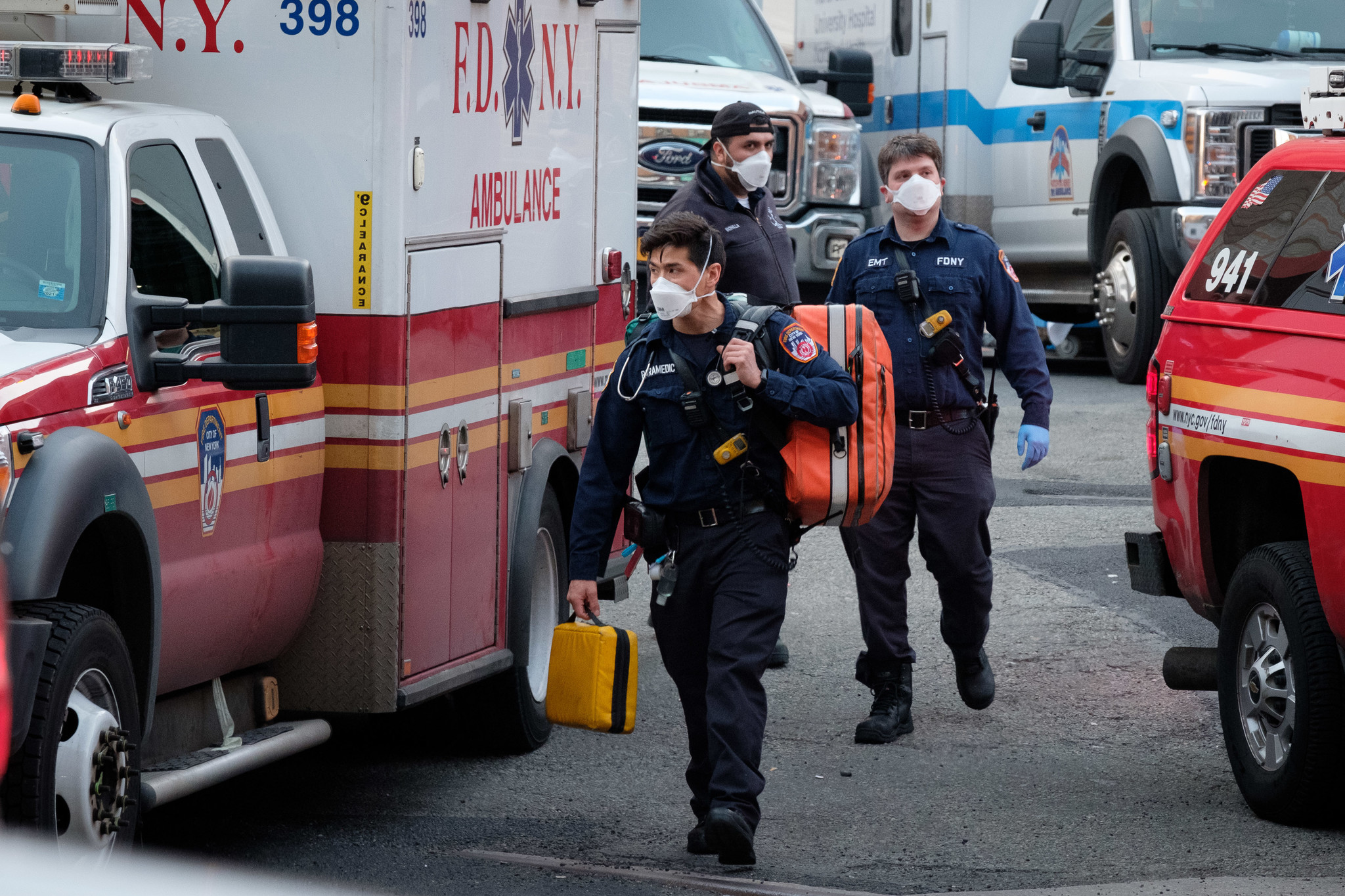 EMTs, paramedics and firefighters have enough masks, PPE to protect them against coronavirus: de Blasio